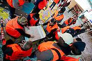 Schoonmakers houden op het centraal station van Utrecht een sit-in. Met een grote berg puin om hun heen blijven ze zitten om zo hun kracht voor een betere CAO kracht bij te zetten