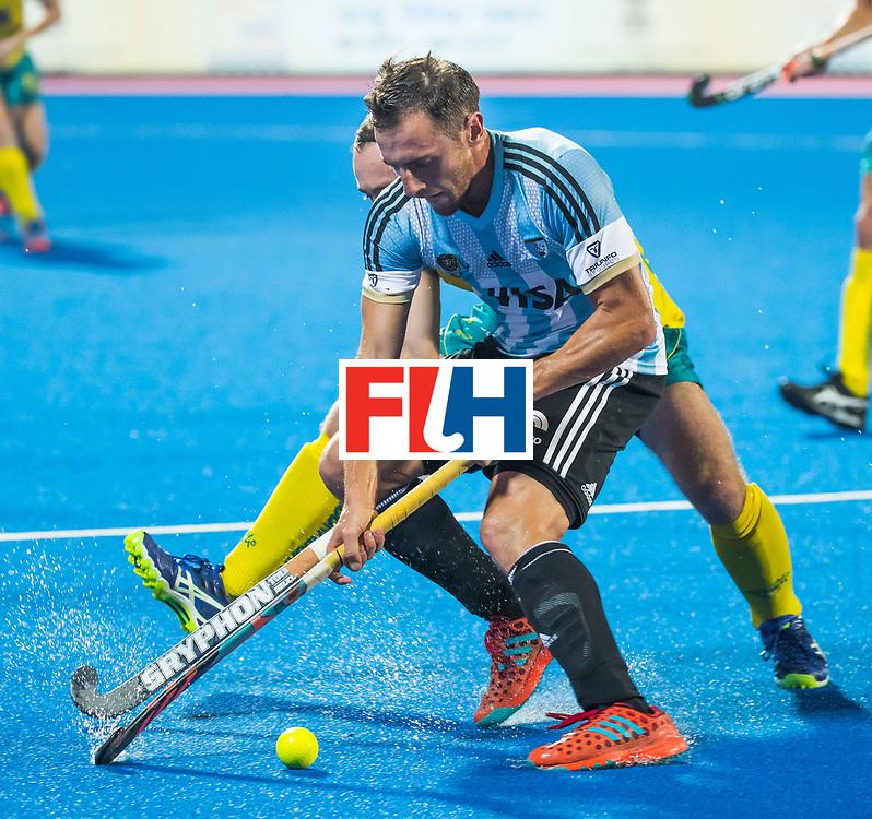 BHUBANESWAR - Lucas Vila (Arg) met Jake Harvie (Aus)   Hockey World League finals , Final Australia-Argentina (2-1) . Australia wint de finale. COPYRIGHT KOEN SUYK