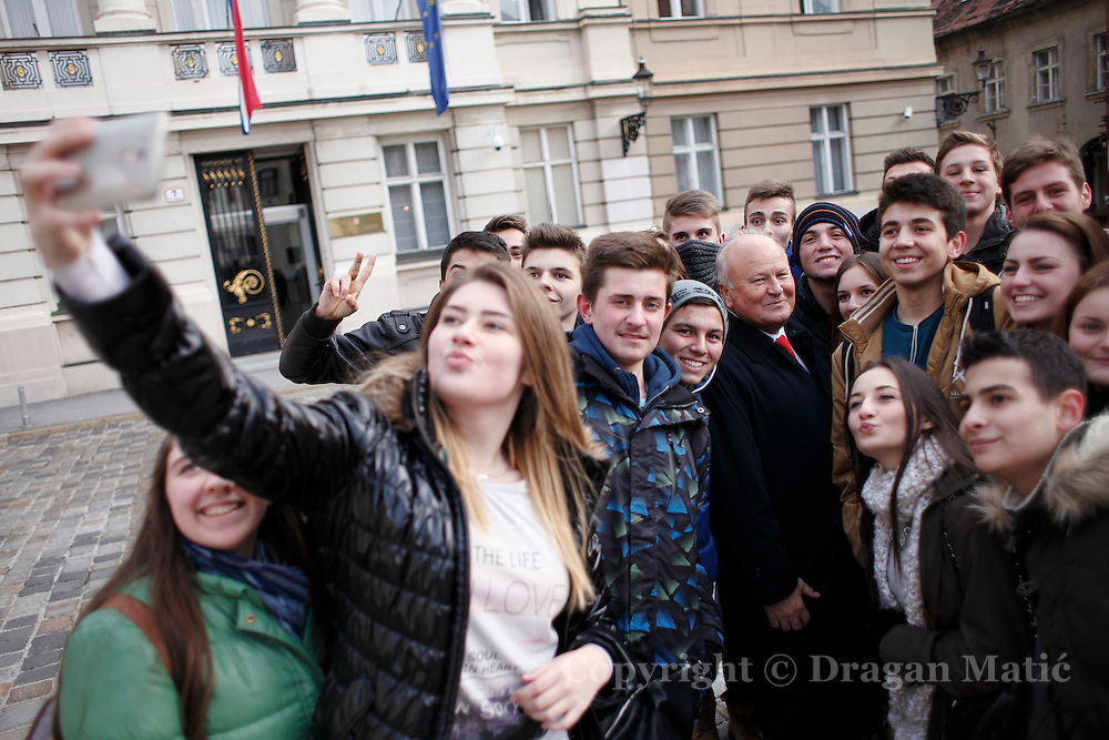 The group of scholars captures Selfie during photo shoot of former Finance Minister Slavko Linic.