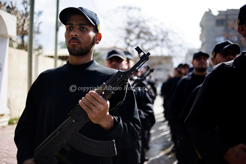 Hamas policemen exercice in the streets of Gaza City on February 3, 2010.© ALESSIO ROMENZI