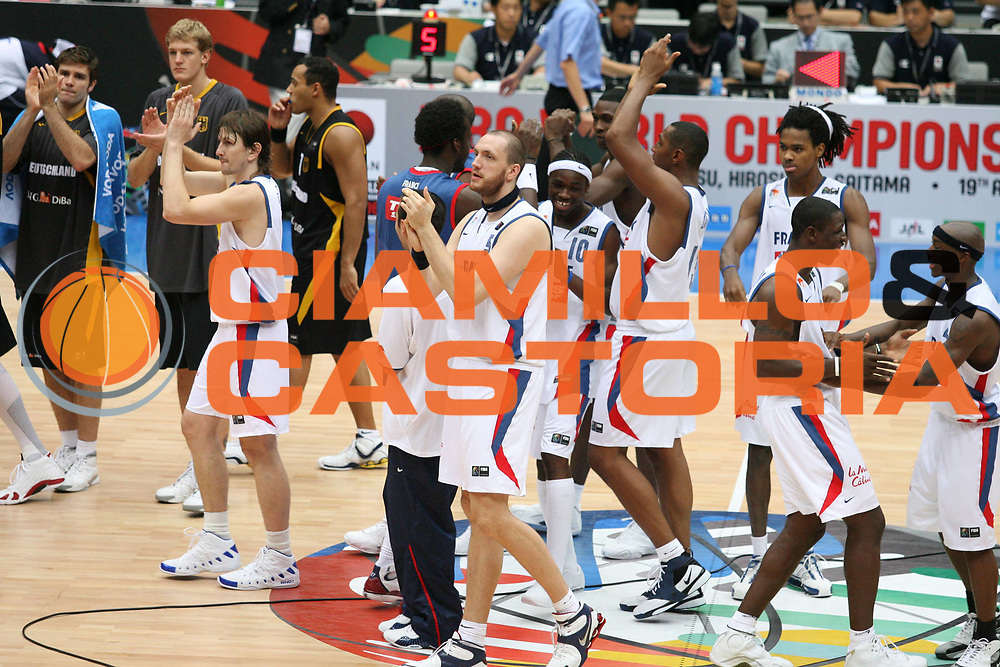 DESCRIZIONE : Saitama Giappone Japan Men World Championship 2006 Campionati Mondiali France-Germany <br /> GIOCATORE : Team Francia <br /> SQUADRA : France Francia <br /> EVENTO : Saitama Giappone Japan Men World Championship 2006 Campionato Mondiale France-Germany <br /> GARA : France Germany Francia Germania <br /> DATA : 31/08/2006 <br /> CATEGORIA : Esultanza <br /> SPORT : Pallacanestro <br /> AUTORE : Agenzia Ciamillo-Castoria/G.Ciamillo <br /> Galleria : Japan World Championship 2006<br /> Fotonotizia : Saitama Giappone Japan Men World Championship 2006 Campionati Mondiali France-Germany <br /> Predefinita :