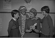 30/09/1966.09/30/1966.30 September 1966.Dental Demonstration at St. Agnes School, Armagh Road, Crumlin, Dublin. Demonstration by an English dental nurse to pupils of St. Agnes on dental health to encourage more dental nurses.