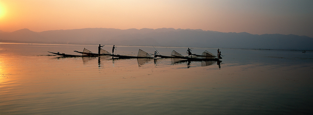 Myanmar (ex Birmanie) - Province de Shan - Pêcheur sur le lac Inle // Myanmar (Burma)- Shan province - Fisher on the Inle lake