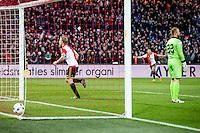 ROTTERDAM - Feyenoord - SC Cambuur , Voetbal , Seizoen 2015/2016 , Eredivisie , Feijenoord Stadion De Kuip , 06-03-2016 , Speler van Feyenoord Dirk Kuyt (l) viert het doelpunt voor de 2-0 terwijl  SC Cambuur keeper Leonard Nienhuis (r) baalt
