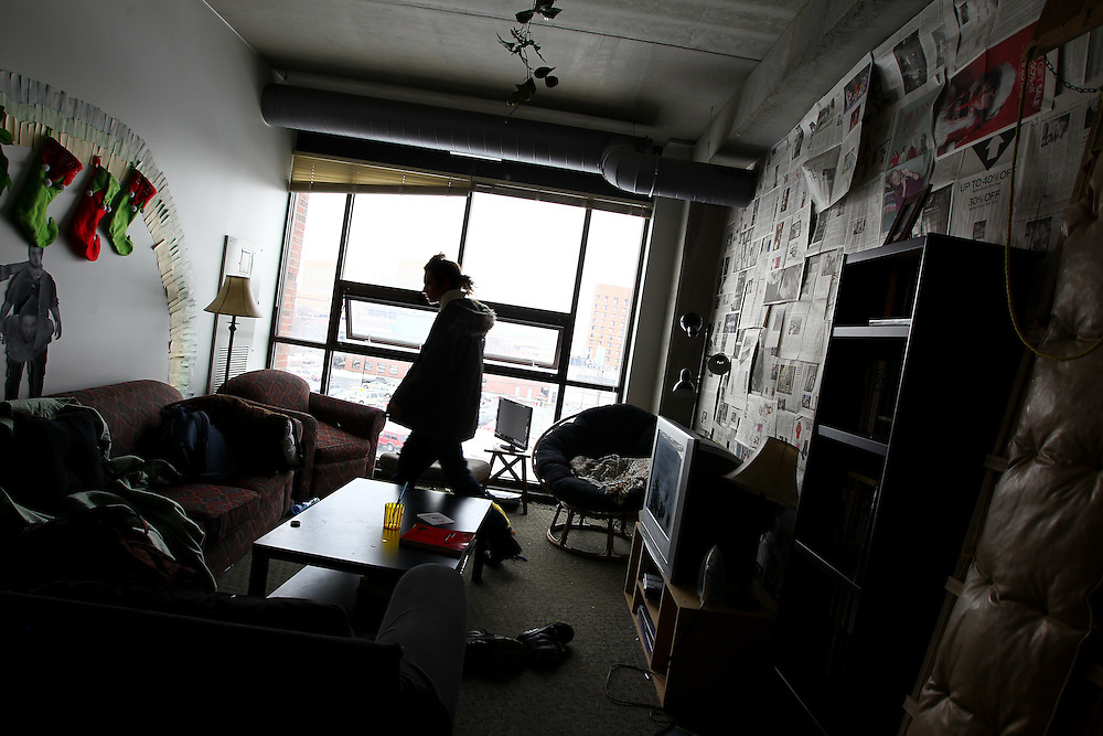 3/7/11 3:26:24 PM -- Minneapolis, MN, U.S.A.---.Jacob Allers-Hatlie, 20, of Lakeville, MN, shares an apartment with three other young men in recovery in the chemical-free StepUP housing at Augsburg College in downtown Minneapolis March 7, 2011.  .---.Photo by Courtney Perry, Freelance.