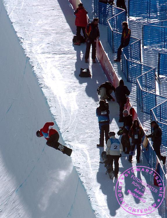n/z.: Michal Ligocki ( snowboard ) podczas treningu przed zawodami w Melezet ( Bardonecchia ) podczas Igrzysk Olimpijskich w Turynie. Zimowe Igrzyska Olimpijskie, Wlochy , Turyn , 11-02-2006 , fot.: Adam Nurkiewicz / mediasport....Polish Michal Ligocki ( snowboard ) during practice before competition w Melezet ( Bardonecchia ) during Winter Olympic Games in Torino in Italy. February 11, 2006 , Italy , Torino ( Photo by Adam Nurkiewicz / mediasport )