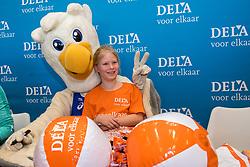 07-01-2018 NED: DELA Beach Open day 5, Den Haag<br /> Jeugd kinderen vermaken zich prima in het Dela Beach House, Mascotte Spike