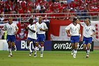 Fotball<br /> Euro 2004<br /> Portugal<br /> 21. juni 2004<br /> Foto: Dppi/Digitalsport<br /> NORWAY ONLY<br /> Gruppe B<br /> Frankrike v Sveits<br /> JOY TEAM FRANCE AFTER TE ZINEDINE ZIDANE'S GOAL