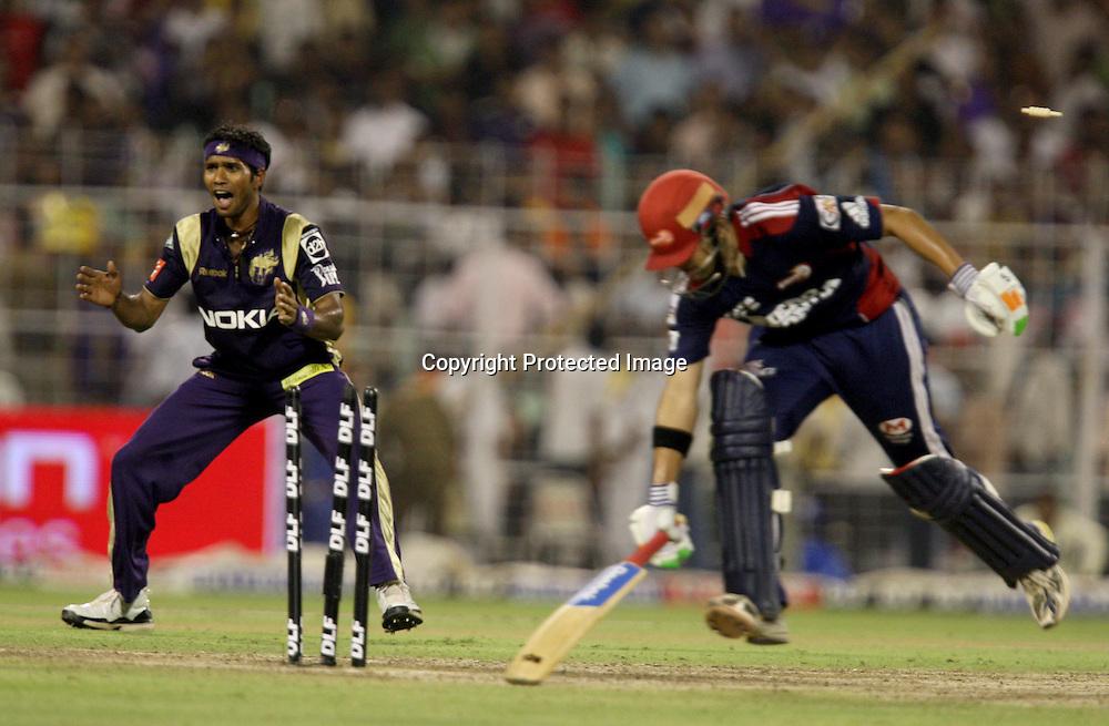 Delhi Daredevils Gautam Gambhir run out Kolkata Knight Riders Player Ashol Dinda Celebrates During The Indian Premier League - 39th match Twenty20 match |2009/10 season Played at Eden Gardens, Kolkata 7 April 2010 - day/night (20-over match)