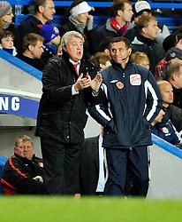 14.11.2010, Stamford Bridge, London, ENG, PL, FC Chelsea vs FC Sunderland, im Bild Sunderland manager Steve Bruce (L)..Chelsea v Sunderland.English Premiership,.Stamford Bridge, London. UK. .14/11/10,. EXPA Pictures © 2010, PhotoCredit: EXPA/ IPS/ Sean Ryan +++++ ATTENTION - OUT OF ENGLAND/UK +++++