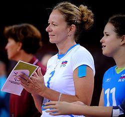 01-09-2012 ZITVOLLEYBAL: PARALYMPISCHE SPELEN 2012 USA - SLOVENIE: LONDEN<br />In ExCel South Arena wint USA van Slovenie / Anita GOLTNIK URNAUT<br />©2012-FotoHoogendoorn.nl