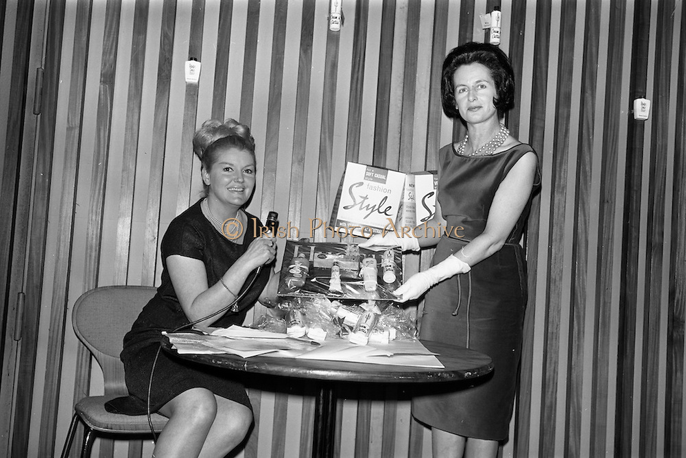 12/02/1964<br /> 02/12/1964<br /> 12 February 1964<br /> Presentations of Richard Hudnut cosmetics at the Muckross Fashion Show in the Intercontinental Hotel, Dublin.