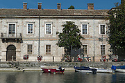 Gebäude am Hafen, Peschiera del Garda, Venetien, Italien | harbour building, Peschiera del Garda, Veneto, Italy