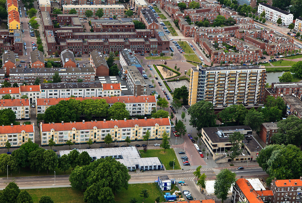 Nederland, Zuid-Holland, Rotterdam, 22-05-2011;.Zicht op Rotterdam Kralingen op de hoek van de Robert Baeldestraat  en de Willnm Ruyslaan het gebouw Rotterdamsch Studenten Corps (lage gebouw rechts beneden in beeld) ..View on the residential area Kralingen in Rotterdam , Willem Ruyslaan / Robert Baeldestraat. .luchtfoto (toeslag), aerial photo (additional fee required).foto/photo Siebe Swart