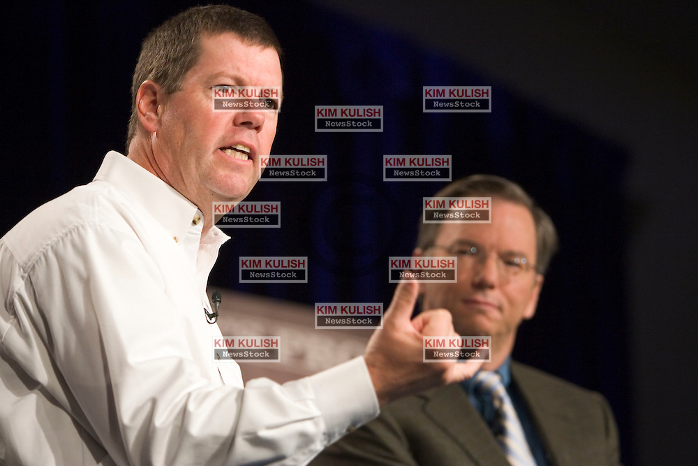 Sun Microsystems Inc. chief executive Scott McNealy, left, and Google Inc. chief executive Eric Schmidt, right  during a news conference in Mountain View, Calif., Tuesday, Oct. 4, 2005. Google took a big step toward challenging Microsoft Corp.'s dominance in computer word-processing and spreadsheets with the announcement Tuesday that it would distribute Java technology from Sun Microsystems.   Photo by Kim Kulish