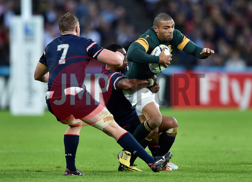Bryan Habana of South Africa takes on the USA defence - Mandatory byline: Patrick Khachfe/JMP - 07966 386802 - 07/10/2015 - RUGBY UNION - The Stadium, Queen Elizabeth Olympic Park - London, England - South Africa v USA - Rugby World Cup 2015 Pool B.