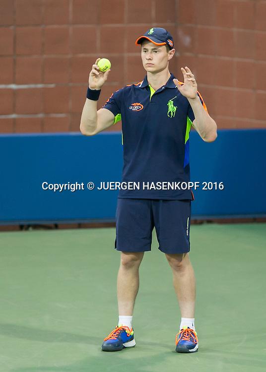 US Open 2016 Feature, Balljunge haelt Ball hoch, bietet an,<br /> <br /> Tennis - US Open 2016 - Grand Slam ITF / ATP / WTA -  Flushing Meadows - New York - New York - USA  - 30 August 2016.