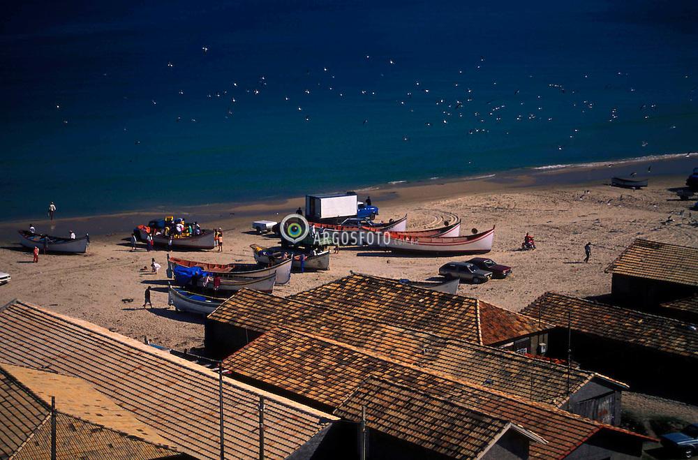 Farol de Santa Marta, Santa Catarina, Brasil. 08/1997..Barcos de pescadores na praia./ Fishermen boats on the beach..Foto © Marcos Issa/Argosfoto