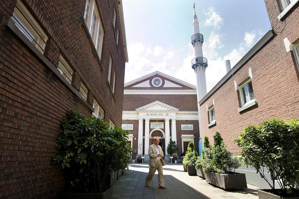 Nederland. Den Haag, 17 juli 2007.<br /> Mescidi Aksa moskee in de Wagenstraat<br /> Foto Martijn Beekman <br /> NIET VOOR TROUW, AD, TELEGRAAF, NRC EN HET PAROOL
