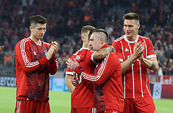 11.04.2018, Allianz Arena, Muenchen, GER, UEFA CL, FC Bayern Muenchen vs Sevilla FC, Viertelfinale, R&uuml;ckspiel, im Bild Thiago umarmt Franck Ribery, links Robert Lewandowski, rechts Nikols S&uuml;le // during the UEFA Champions League Quarterfinal, 2nd leg Match between FC Bayern Muenchen vs Sevilla FC at the Allianz Arena in Muenchen, Germany on 2018/04/11. EXPA Pictures &copy; 2018, PhotoCredit: EXPA/ SM<br /> <br /> *****ATTENTION - OUT of GER*****