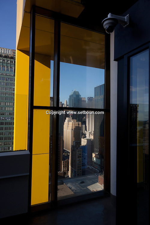 New York. elevated view . the Skyroom,  bar and rooftop terrace  on 40th street New York - United states /le bar terrasse , Skyroom  - Etats unis