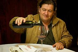 Em um cenário típico do interior, a família de Jorge Mariani abre sua residência para os visitantes conhecer a história da família de descendentes italianos e a produção do vinho orgânico. FOTO: Lucas Uebel/Preview.com
