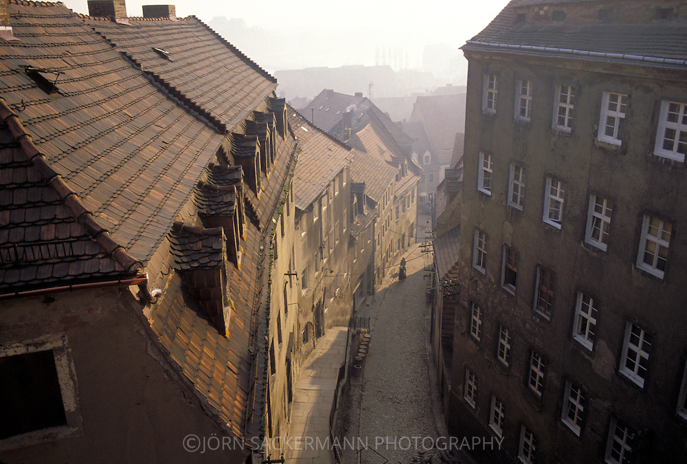 GDR, German Democratic Republic, city of Meissen, street in the old part of the town.....DDR, Deutsche Demokratische Republik, Meissen, Strasse in der Altstadt...Januar/January 1990....