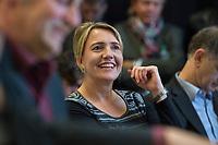 28 SEP 2013, BERLIN/GERMANY:<br /> Simone Peter, MdL, B90/Gruene, Stellv. Fraktionsvorsitzende Saarland, Ministerin a.D. und Kandidatin fuer das Amt der Bundesvorsitzenden B90/Gruene, haelt eine Rede, Sitzung Laenderrat Buendnis 90 / Die Gruenen, Uferstudios<br /> IMAGE: 20130928-01-038<br /> KEYWORDS: Kleiner Parteitag, Länderrat, Bündnis 90 / Die Grünen, lacht, lachen, freundlich