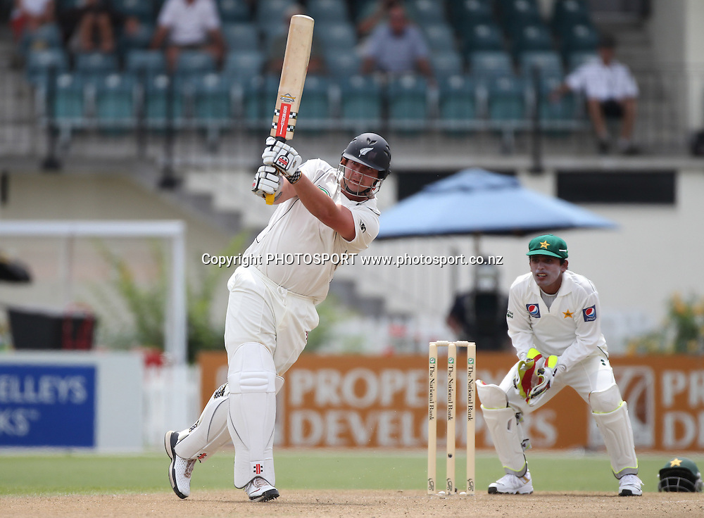 New Zealand batsman Jesse Ryder in action batting. New Zealand Black Caps v Pakistan, Test Match Cricket. Day 1 at Seddon Park, Hamilton, New Zealand. Friday 7 January 2011. Photo: Andrew Cornaga/photosport.co.nz
