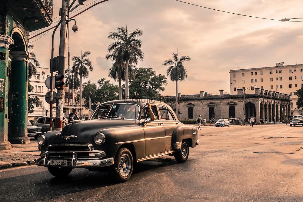 Strade del centro Havana al tramonto