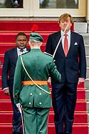 19-5-2017 DEN HAAG - Koning Willem-Alexander en Koningin Maxima de president Filipe Nyusi, en zijn echtgenote met een ceremoni&euml;le ontvangst op Paleis Noordeinde in Den Haag, gevolgd door een audi&euml;ntie. Vervolgens bieden de Koning en Koningin het presidentiele paar een lunch aan. De president van de Republiek Mozambique, Filipe Nyusi, brengt van woensdag 17 mei tot en met vrijdag 19 mei een officieel bezoek aan Nederland.COPYRIGHT ROBIN UTRECHT<br /> 19-5-2017 THE HAGUE - King Willem-Alexander and Queen Maxima the president and his wife with a ceremonial reception at the Noordeinde Palace in The Hague, followed by an audience. Then the King and Queen offer the presidential couple a lunch. The President of the Republic of Mozambique, Filipe Nyusi, will officially visit the Netherlands from Wednesday 17 May to Friday 19 May. COPYRIGHT ROBIN UTRECHT