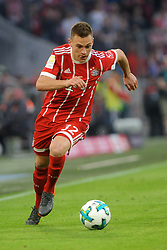 14.04.2018, Allianz Arena, Muenchen, GER, 1. FBL, FC Bayern Muenchen vs Borussia Moenchengladbach, 30. Runde, im Bild Joshua Kimmich (FC Bayern Muenchen) // during the German Bundesliga 30th round match between FC Bayern Munich and Borussia Moenchengladbach at the Allianz Arena in Muenchen, Germany on 2018/04/14. EXPA Pictures &copy; 2018, PhotoCredit: EXPA/ Eibner-Pressefoto/ Stuetzle<br /> <br /> *****ATTENTION - OUT of GER*****