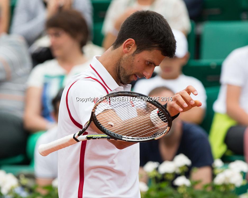 Novak Djokovic (SRB) wirft seinen Schlaeger,Emotion,<br /> <br /> Tennis - French Open 2016 - Grand Slam ITF / ATP / WTA -  Roland Garros - Paris -  - France  - 26 May 2016.