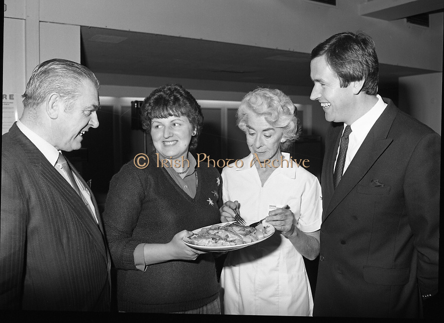Housewife Of The Year Regional Final..1986..03.11.1986..11.03.1986..3rd November 1986..The Calor/Kosangas sponsored Housewife Of The Year competition was held in the Gresham Hotel,Dublin. The Dublin Regional Final was won by Mrs Patricia Connolly from Clane,Co Kildare...Pictured at the Calor Kosangas regional final were: Mr Paddy Byrne,Area Manager,Calor Kosangas,Mrs Deirdre Moore,a finalist,Mrs Elizabeth Boyhan and Mr Noel Cullen, the cookery judges.
