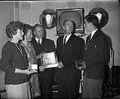 1961 - Gradam Inniu (Award today)
