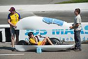 Op de Race Away baan bij Venray test Team Elan de nieuwe fiets van Ellen van Vugt waarmee ze snelheidsrecords wil gaan breken.<br /> <br /> At the Race Away track near Venray Team Elan is testing the new bike for Ellen van Vugt to set new cycling world records.