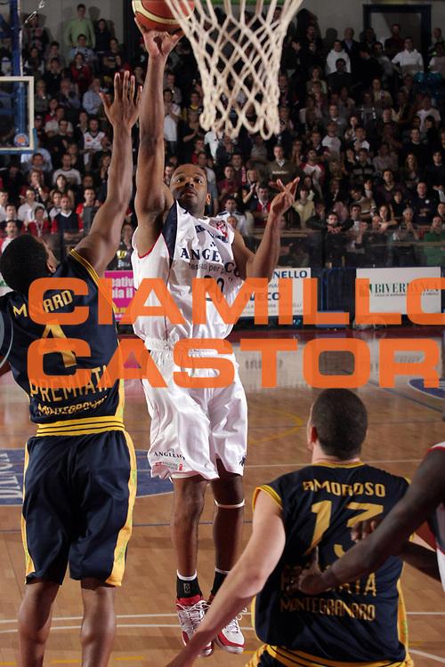 DESCRIZIONE : Biella Lega A1 2007-08 Angelico Biella Premiata Montegranaro<br />GIOCATORE : B J Elder<br />SQUADRA : Angelico Biella<br />EVENTO : Campionato Lega A1 2007-2008<br />GARA : Angelico Biella Premiata Montegranaro<br />DATA : 16/12/2007<br />CATEGORIA : Tiro<br />SPORT : Pallacanestro<br />AUTORE : Agenzia Ciamillo-Castoria/S.Ceretti<br />Galleria : Lega Basket A1 2007-2008<br />Fotonotizia : Biella Campionato Italiano Lega A1 2007-2008 Angelico Biella Premiata Montegranaro<br />Predefinita :