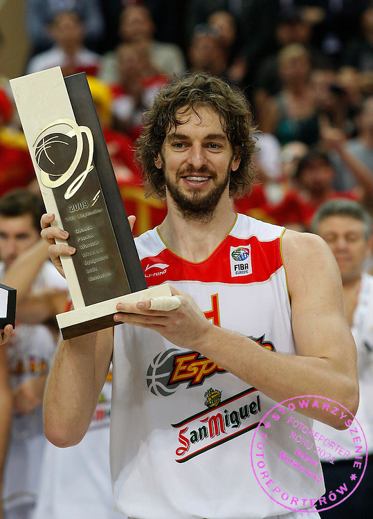 Katowice 20/09/2009.EuroBasket 2009.Final .Spain v Serbia.Spain's Pau Gasol holds the Most Valuable Player ( MVP ) trophy after winning their FIBA EuroBasket 2009 final match against Serbia ..Photo by : Piotr Hawalej / WROFOTO