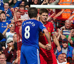 27.04.2014, Anfield, Liverpool, ENG, Premier League, FC Liverpool vs FC Chelsea, 36. Runde, im Bild Liverpool's captain Steven Gerrard shakes hands with Chelsea's Frank Lampard at the final whistle // during the English Premier League 36th round match between Liverpool FC and Chelsea FC at Anfield in Liverpool, Great Britain on 2014/04/27. EXPA Pictures © 2014, PhotoCredit: EXPA/ Propagandaphoto/ David Rawcliffe<br /> <br /> *****ATTENTION - OUT of ENG, GBR*****
