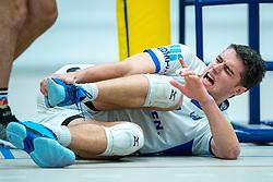 21-12-2019 NED: AVV Keistad - Lycurgus, Amersfoort<br /> 1/4 final National Cup season volleyball men, Lycurgus win 3-0 / Frits van Gestel #7 of Lycurgus injured