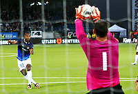 Fotball , 8. august 2013 , Europa League , Third Qual.<br /> Strømsgodset - Jablonec<br /> <br /> Ola Kamara , SIF skyter på keeper Michal Spit , Jabonec
