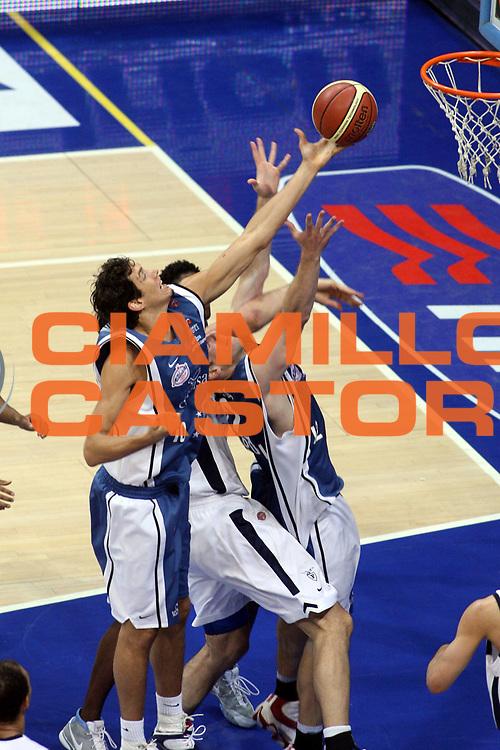 DESCRIZIONE : Bologna Lega A1 2005-06 Play Off Semifinale Gara 5 Climamio Fortitudo Bologna Carpisa Napoli <br /> GIOCATORE : Cittadini<br /> SQUADRA : Carpisa Napoli<br /> EVENTO : Campionato Lega A1 2005-2006 Play Off Semifinale Gara 5 <br /> GARA : Climamio Fortitudo Bologna Carpisa Napoli <br /> DATA : 11/06/2006 <br /> CATEGORIA : Rimbalzo<br /> SPORT : Pallacanestro <br /> AUTORE : Agenzia Ciamillo-Castoria/G.Ciamillo