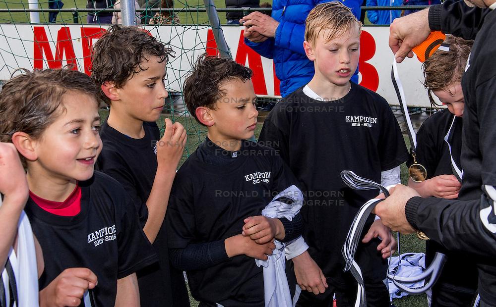 23-04-2016 NED: Jeugdvoetbal vv Maarssen F1 - DOSC F1, Maarssen<br /> De F1 van Maarssen wint met 3-1 en door de overwinning zijn zij kampioen van de 1e klasse geworden