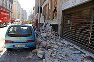 L'Aquila 6 Aprile 2009.Terremoto all'Aquila.Automobile coperta dai detriti   in via XX Settembre.Earthquake to the city of L'Aquila. Car covered by the rubbles in street XX Settembre.