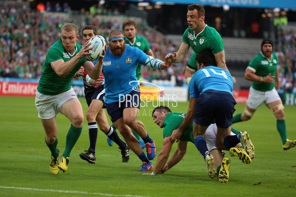 Ireland centre Keith Earls scoring Irelands first try to take the score 10-3 during the Rugby World Cup Pool D match between Ireland and Italy at the Queen Elizabeth II Olympic Park, London, United Kingdom on 4 October 2015. Photo by Matthew Redman.