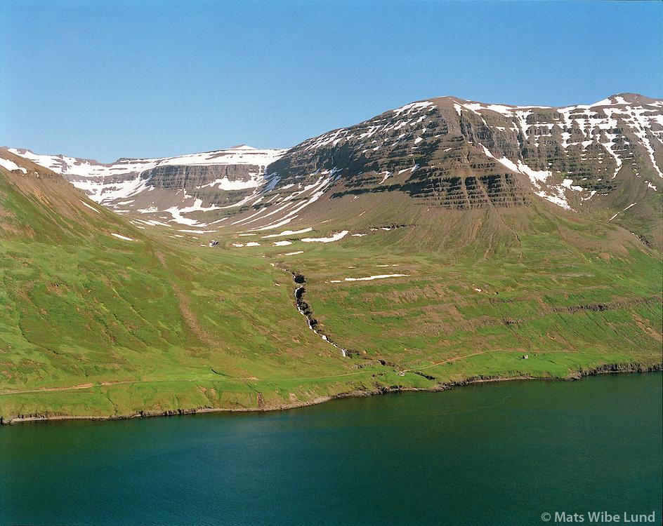 Rimi, Hagi og Hof, Mjóifjörður, Mjóafjarðarhreppur, loftmynd..Rími, Hagi and Hof -  all deserted farms, Mjoifjordur. Mjoafjardarhreppur, aerial