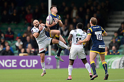 Josh Adams of Worcester Warriors challenges for the ball with Benjamin Lapeyre of Brive - Mandatory by-line: Dougie Allward/JMP - 22/10/2016 - RUGBY - Sixways Stadium - Worcester, England - Worcester Warriors v Brive - European Challenge Cup