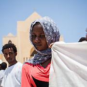 """ragazza eritrea durnate la manifestazione """"non finger print"""" a Lampedusa davanti alla chiesa"""
