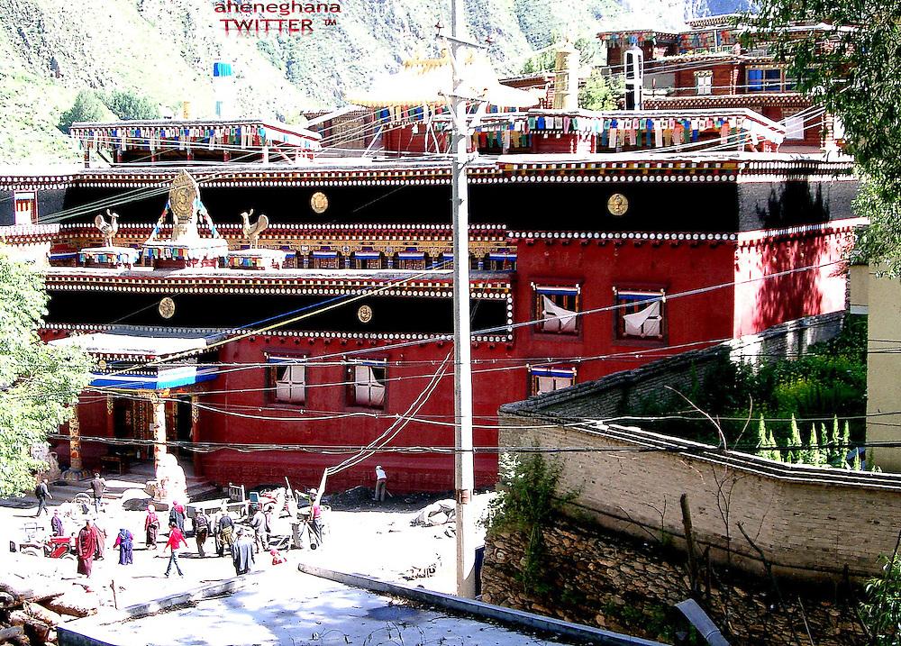 Tibetan Monastry - Geotag : 31.806118,98.580915