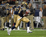 St. Louis Rams running back Steven Jackson rushes for a Rams first down in the second half against Kansas City at the Edward Jones Dome in St. Louis, Missouri, November 5, 2006.  The Chiefs beat the Rams 31-17.<br />